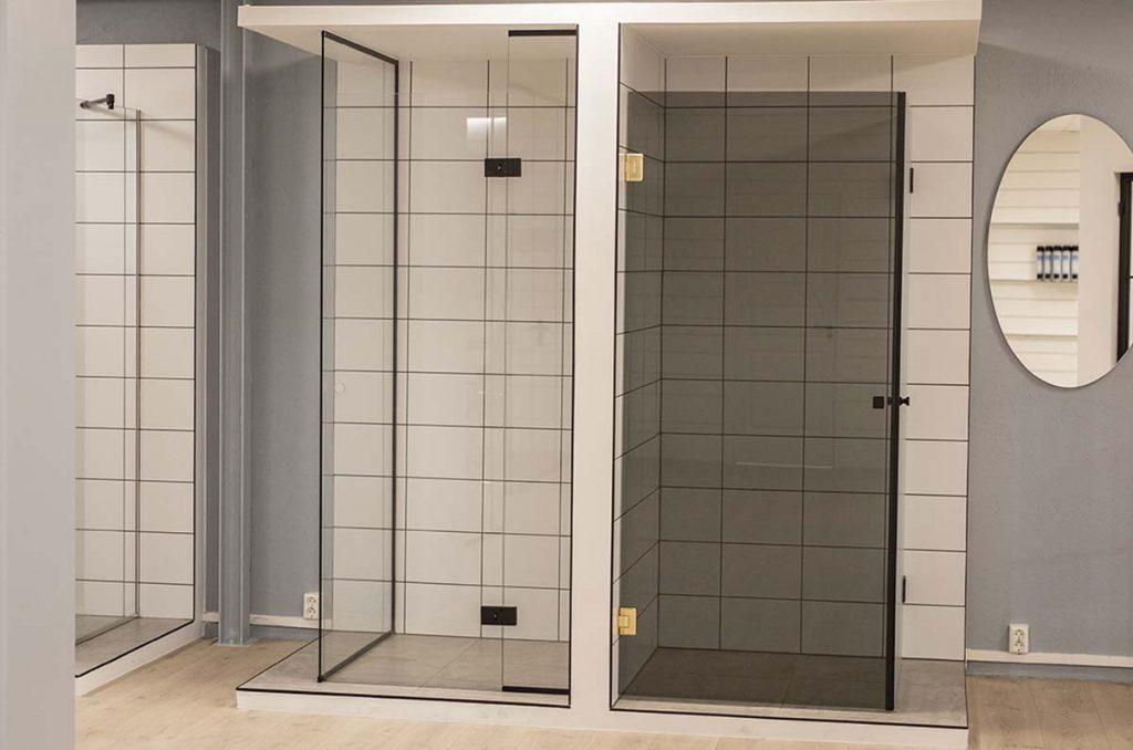 Dusjvegger, dusjdører og speil utstilt hos Glassmester1 Oslo