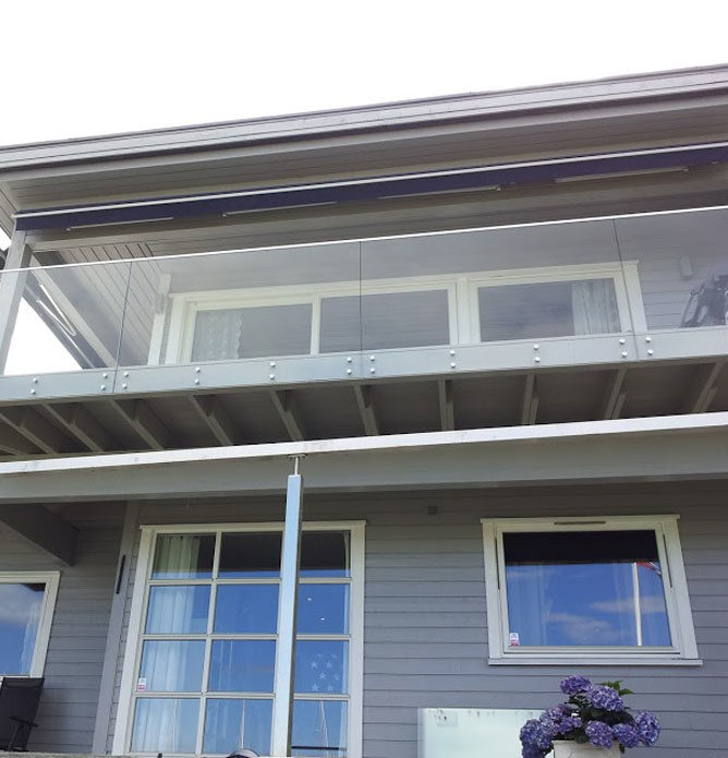 Vedlikeholdsfritt rekkverk i glass til veranda