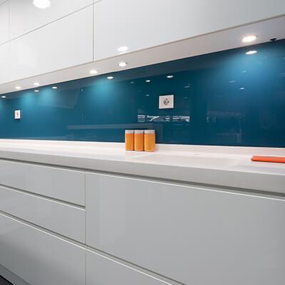 Transparent glassplate kjøkken