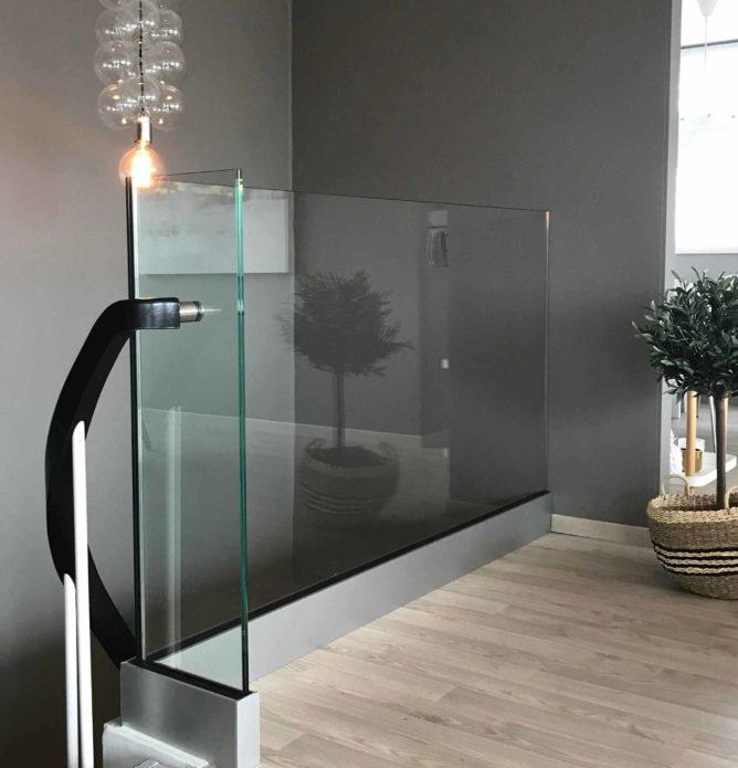 Glassrekkverk innvendig stolpefritt