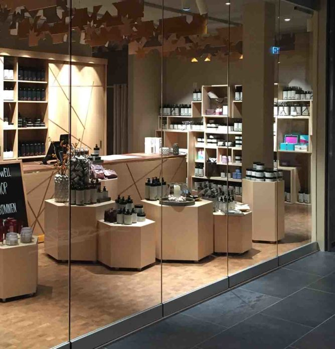 Glassvegg foldevegg til butikk i kjøpesenter