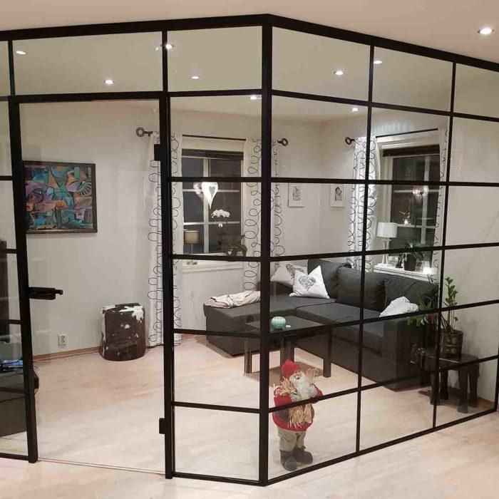 Smijernsvegg - Glassvegger som skillevegg mot TV-stue