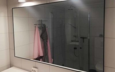 Speil med svart ramme, til bad, skreddersydd på mål
