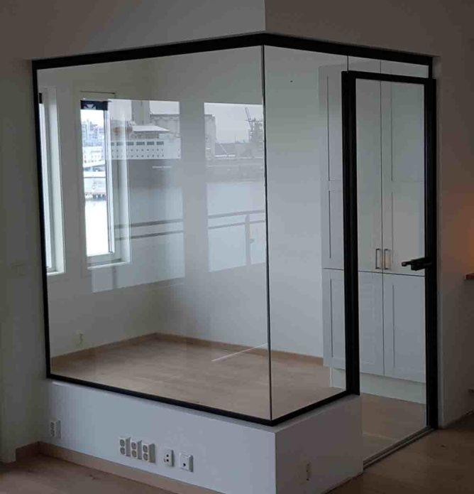 Hjemmekontor - glassvegger med svarte profiler