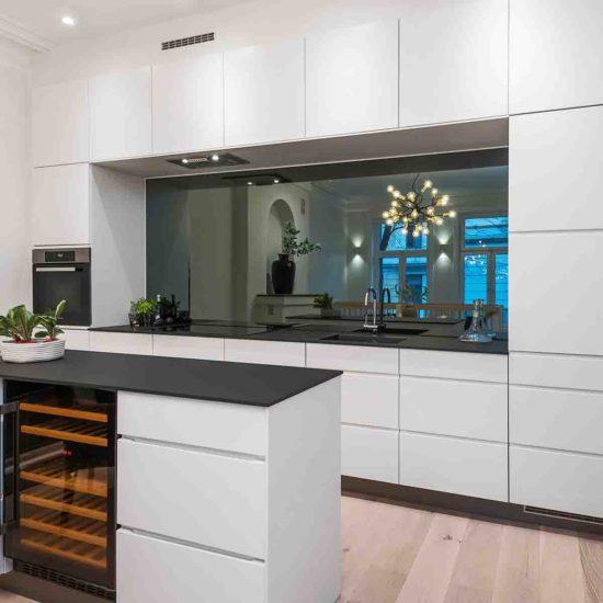 Speil over kjøkkenenk