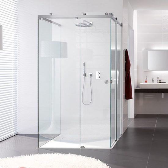 dusjløsning med dusjvegger og dusjdør