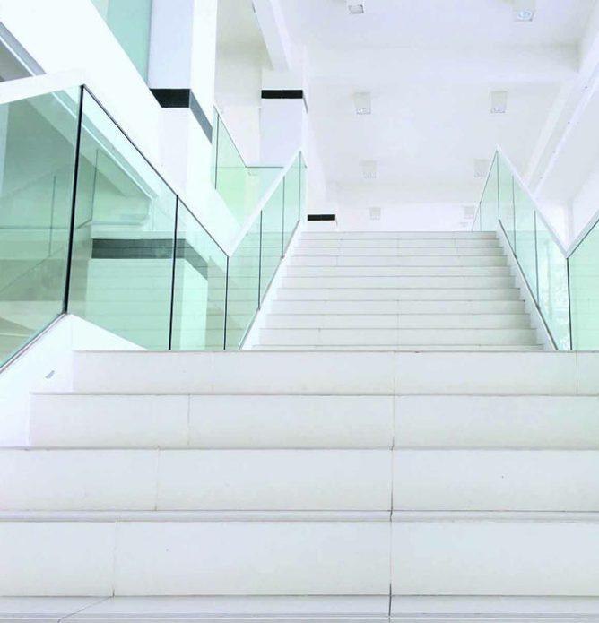 glassrekkverk til kontorbygg