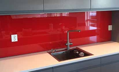 Rød glassplate til kjøkken i herdet glass