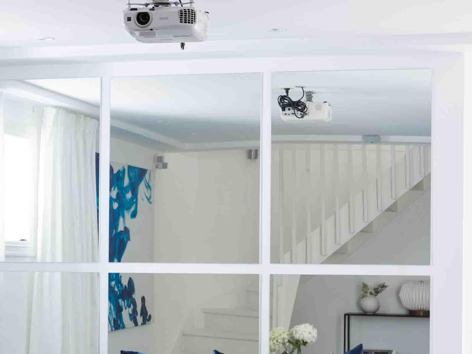 Speil brukt som dekor i kjellerstue
