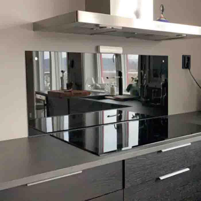 Svart glassplate til kjøkken