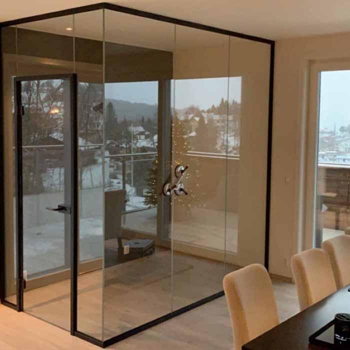 Lag et rom i rommet med glassvegger