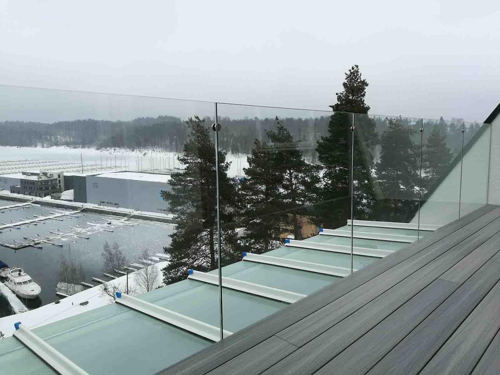 stolpefritt glassrekkverk til takterrasse