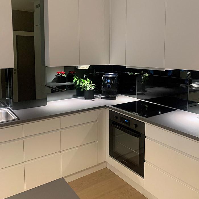 Sotet-speil-på-kjøkkenet-02-700x700