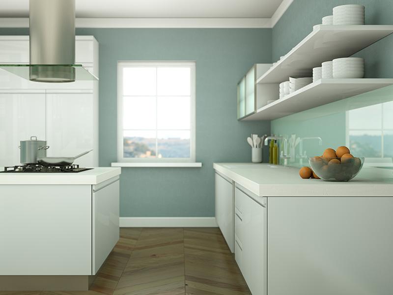 blå glassplate over kjøkkenbenken