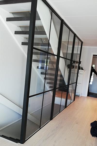 Glassvegg i New York loft-stil i trapp