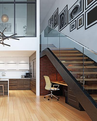 stolpefritt glassrekkverk i trapp